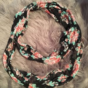 Accessories - Cute flowering scarve